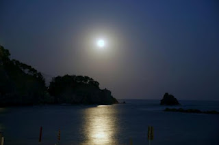 notte... luna... mare...